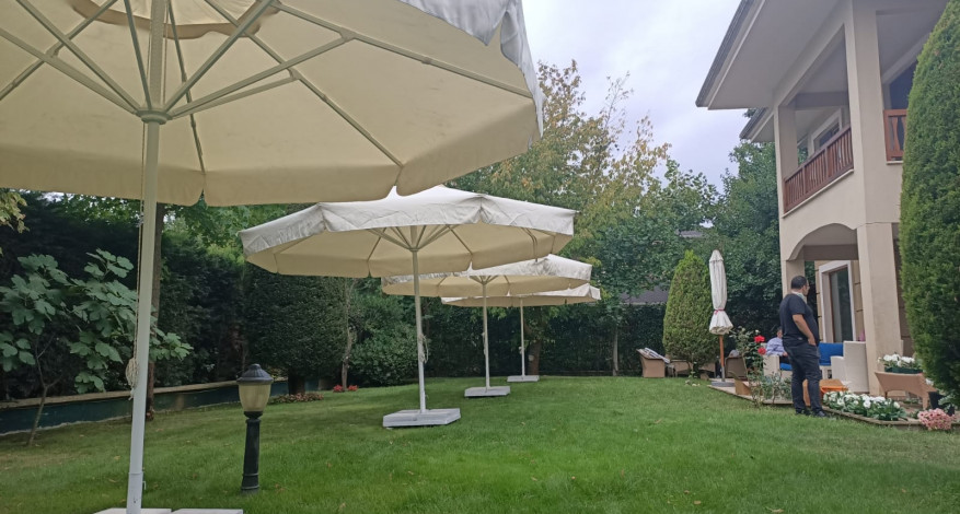 Kiralık Şemsiyeler